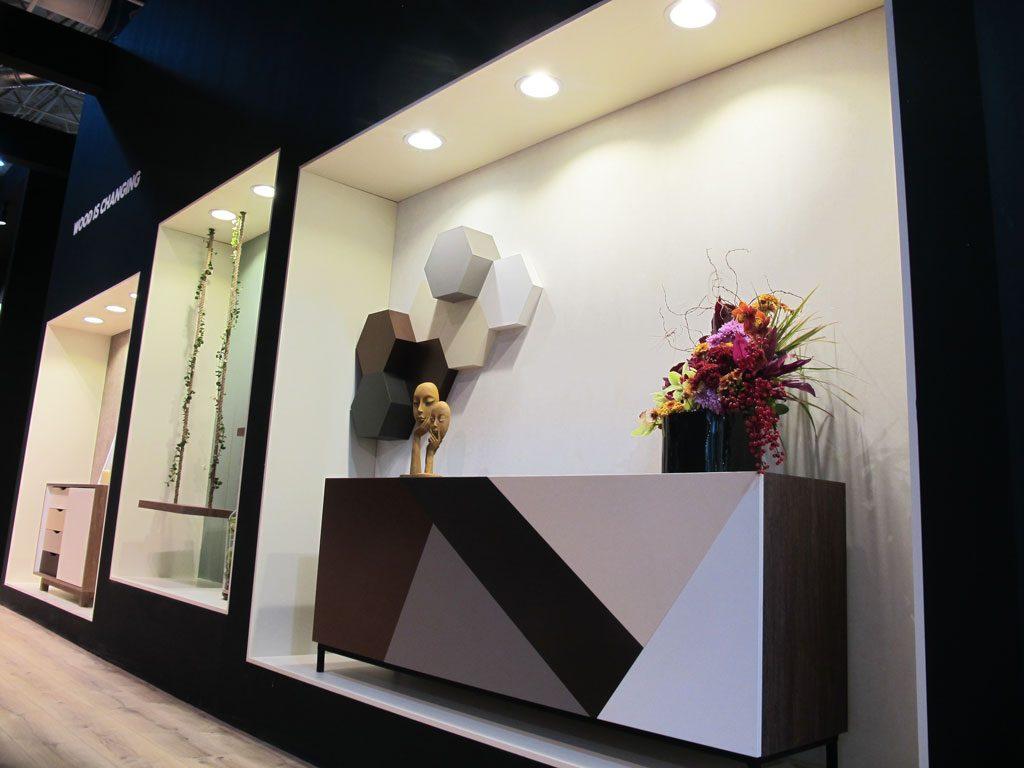 ت برسا,طراحی و ساخت غرفه های نمایشگاهی,برندینگ فضاهای تجاری و اداری,ساخت و تولید استند نمایش محصول