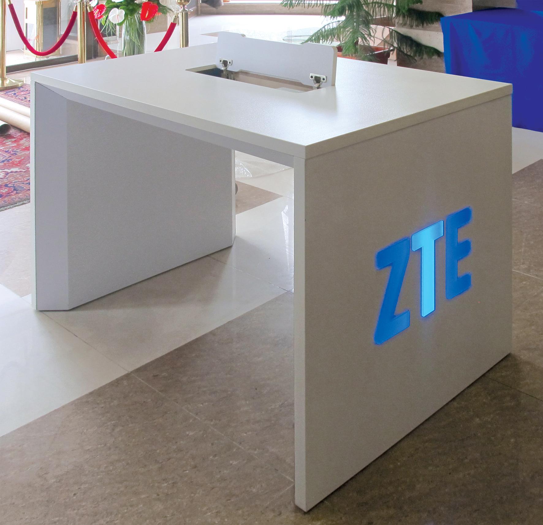 استند نمایش و تست محصولات ZTE